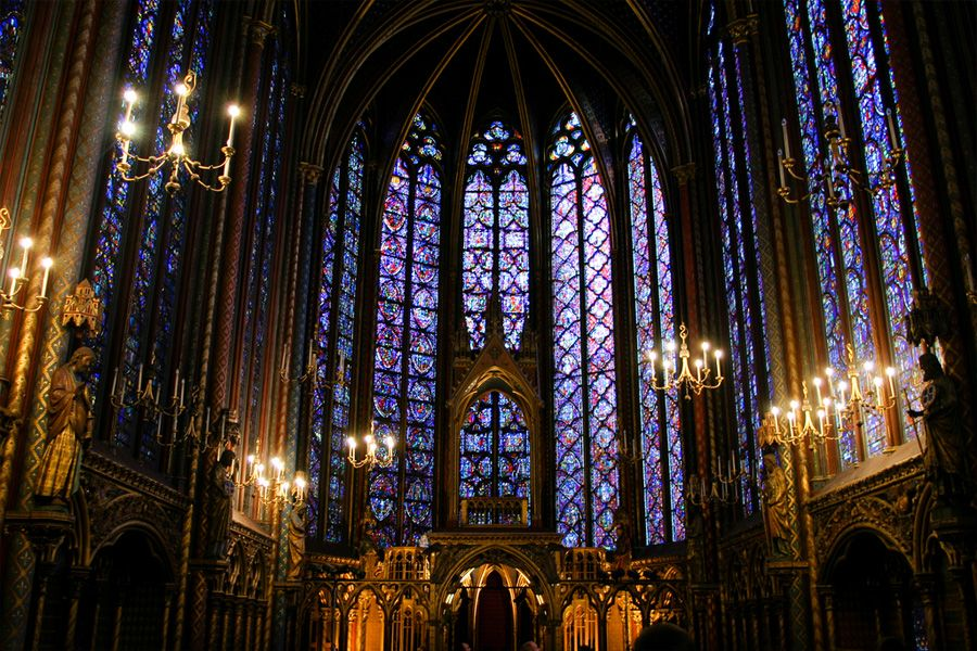 interior-vidrieras-santa-capilla